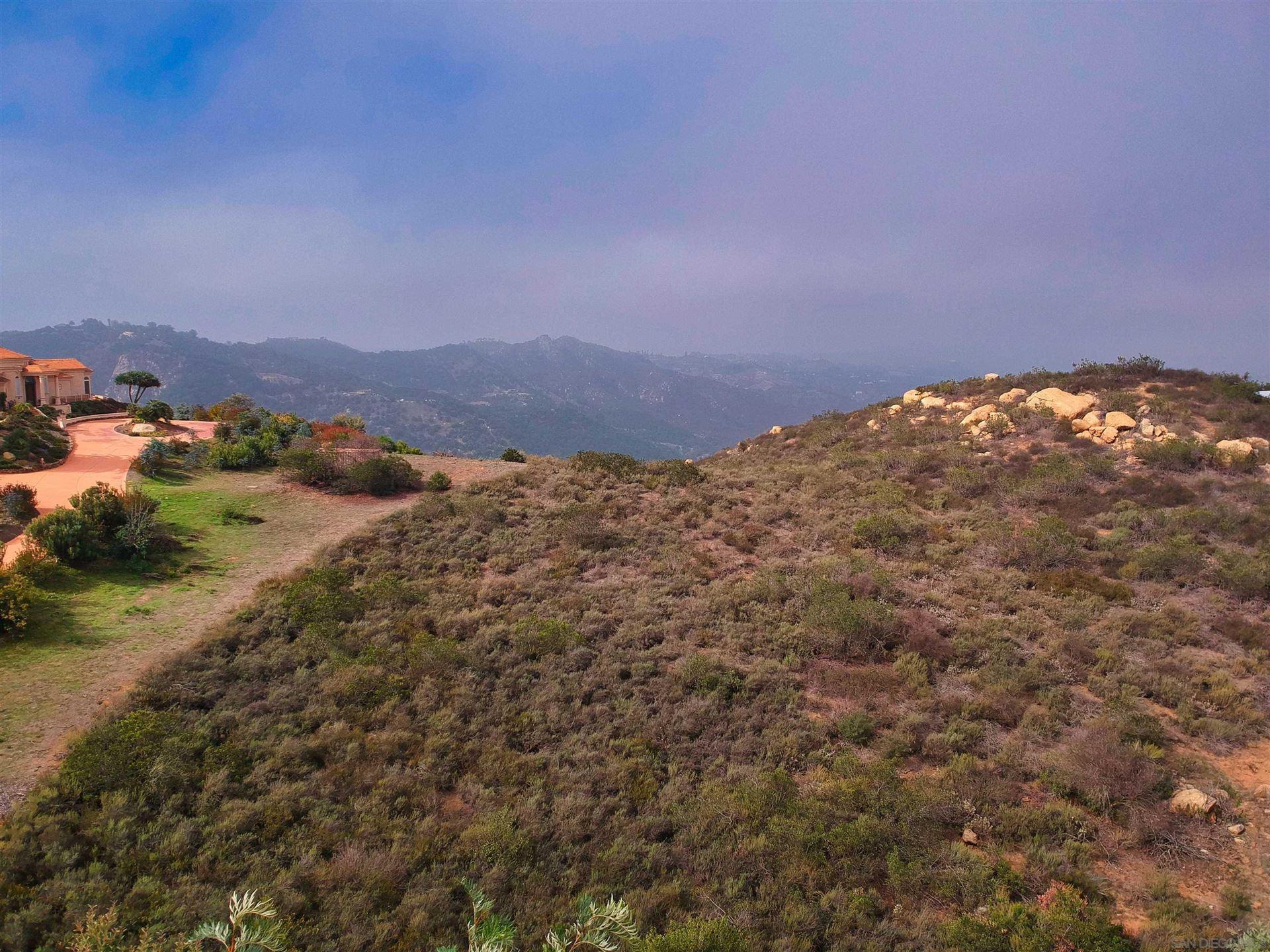 Photo of 30522 Via Cantamar, Escondido, CA 92026 (MLS # 210029691)