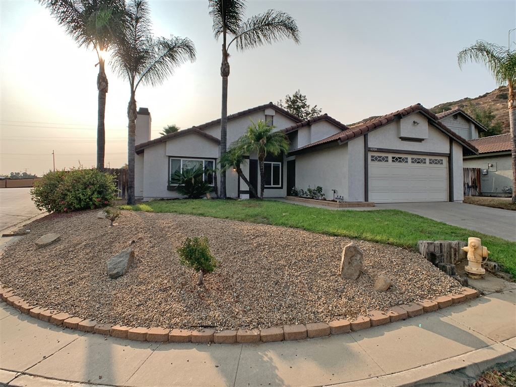 Photo for 10304 Paseo Park Dr, Lakeside, CA 92040 (MLS # 200045697)