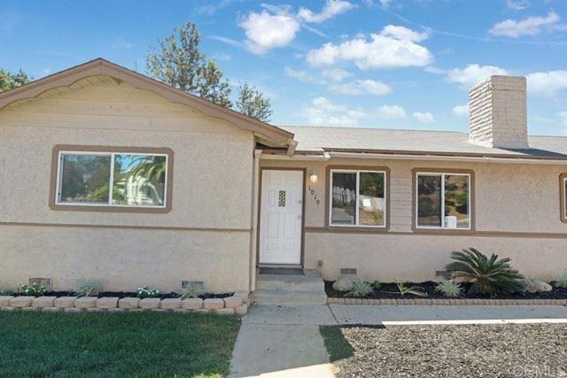 Photo of 1019 E Fallbrook Street, Fallbrook, CA 92028 (MLS # NDP2109699)