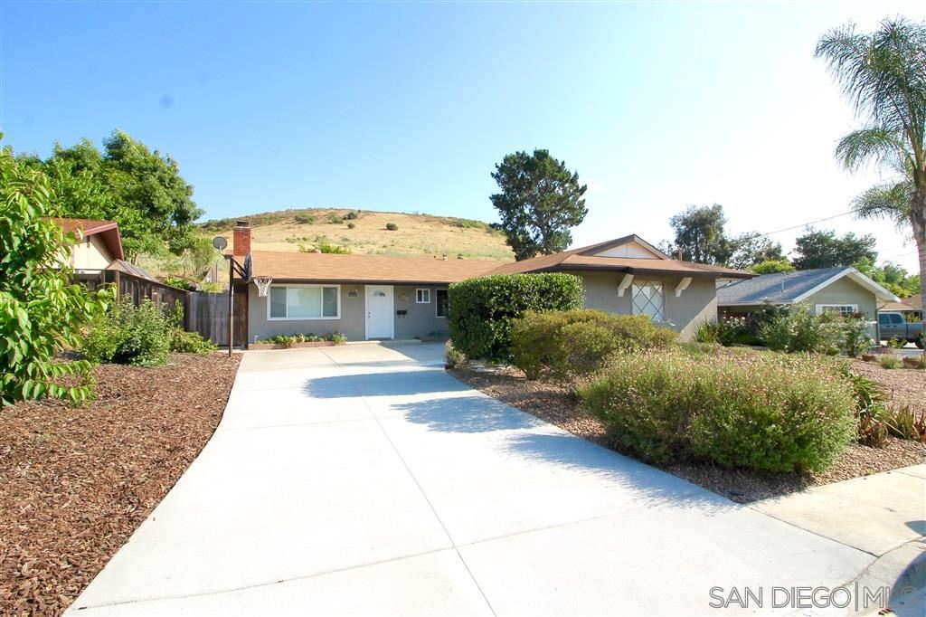 Photo of 12533 Buckskin Trl, Poway, CA 92064 (MLS # 200025709)