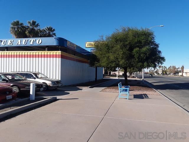 Photo of 500 W HOBSONWAY, BLYTHE, CA 92225 (MLS # 210016730)