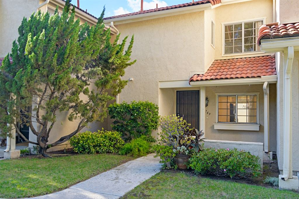 Photo of 1749 Edgefield Lane, Encinitas, CA 92024 (MLS # 200045743)