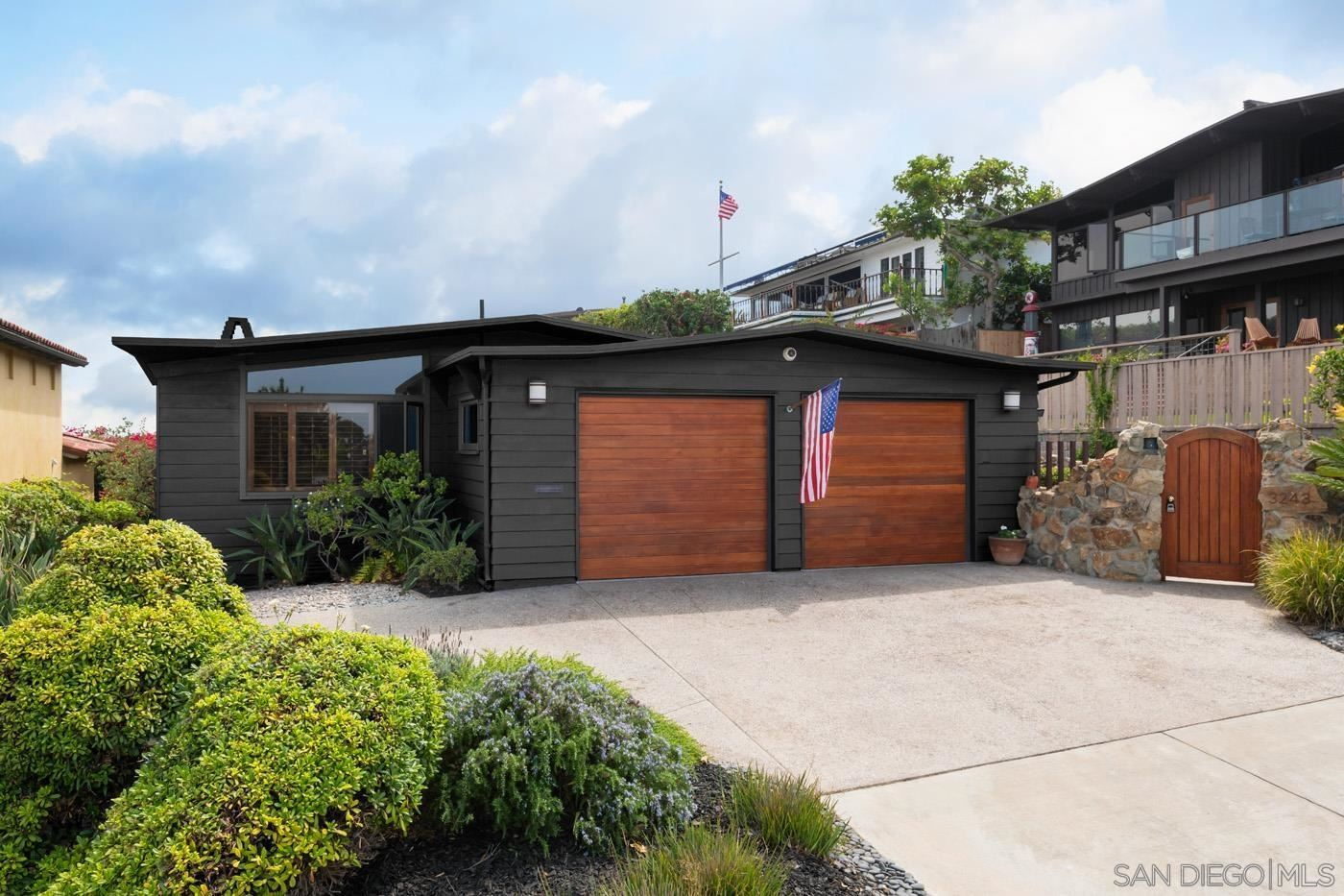 Photo of 3243 Harbor View Dr, San Diego, CA 92106 (MLS # 210029750)