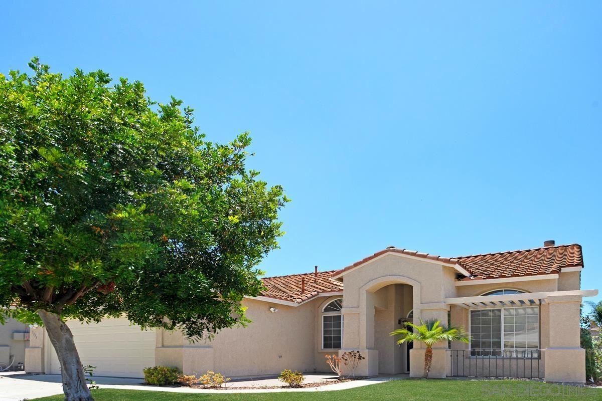 Photo of 3373 Avocado Vista Lane, Fallbrook, CA 92028 (MLS # 210018757)