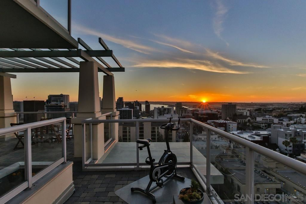 Photo for 850 Beech St #1804, San Diego, CA 92101 (MLS # 210011802)