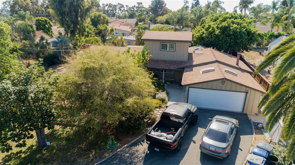 Photo of 924 Vale View Dr, Vista, CA 92081 (MLS # 200035805)