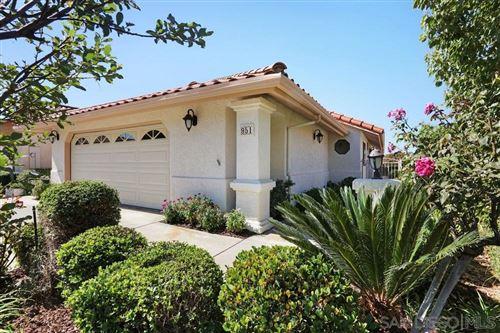 Photo of 951 Crescent Bnd, Fallbrook, CA 92028 (MLS # 200048830)