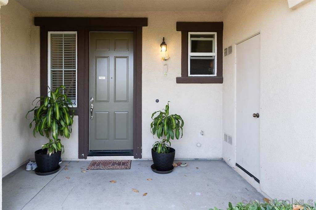 Photo of 2155 Caminito Leonzio #18, Chula Vista, CA 91915 (MLS # 200030882)