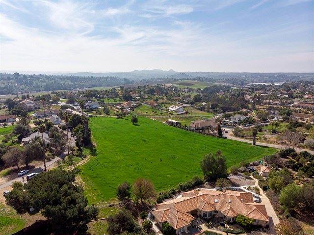 Photo of 6 Grey Rabbit Hollow Ln, Fallbrook, CA 92082 (MLS # NDP2103903)