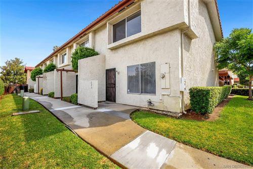 Photo of 276 Espanas Glen, Escondido, CA 92026 (MLS # 210020905)