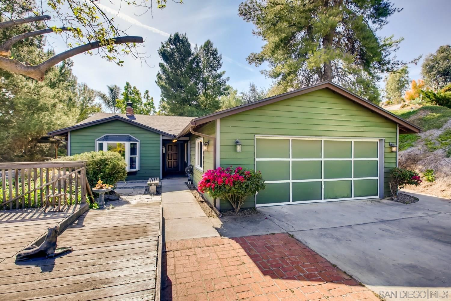 Photo of 13773 Lakeview Ct, Lakeside, CA 92040 (MLS # 210007921)