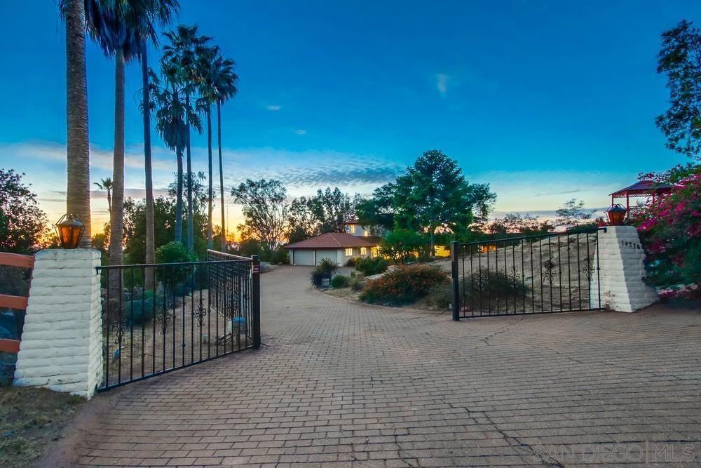 Photo of 14278 Calle De Vista, Valley Center, CA 92082 (MLS # 210015946)