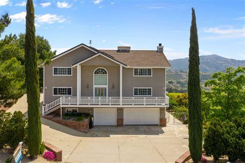 Photo of 42243 Via Del Gavilan, Fallbrook, CA 92028 (MLS # 200045949)