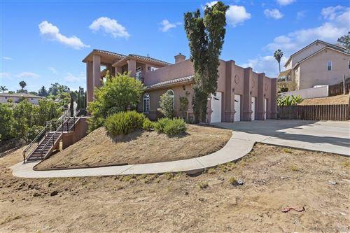 Photo of 1327 Kilby Ln, Vista, CA 92083 (MLS # 200048950)