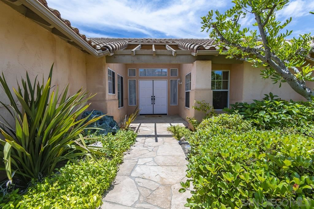 Photo of 1542 Dublin Ln, Escondido, CA 92027 (MLS # 200030954)