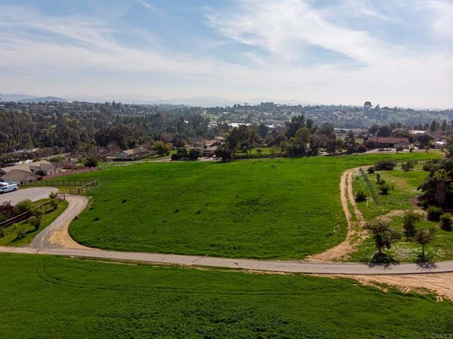 Photo of 7 Grey Rabbit Hollow, Fallbrook, CA 92028 (MLS # NDP2104963)