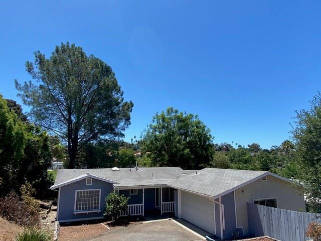 Photo of 532 Beaumont Drive, Vista, CA 92084 (MLS # NDP2108981)