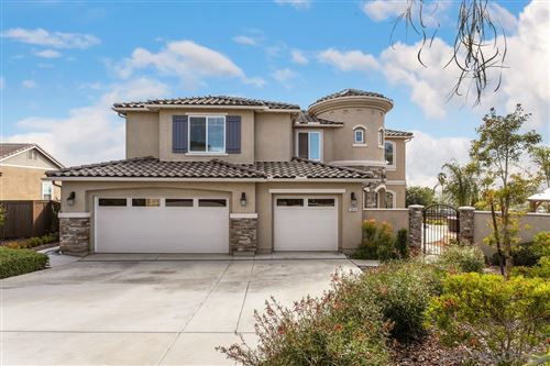 Photo of 1824 Hayden Ranch, Vista, CA 92084 (MLS # 210002983)