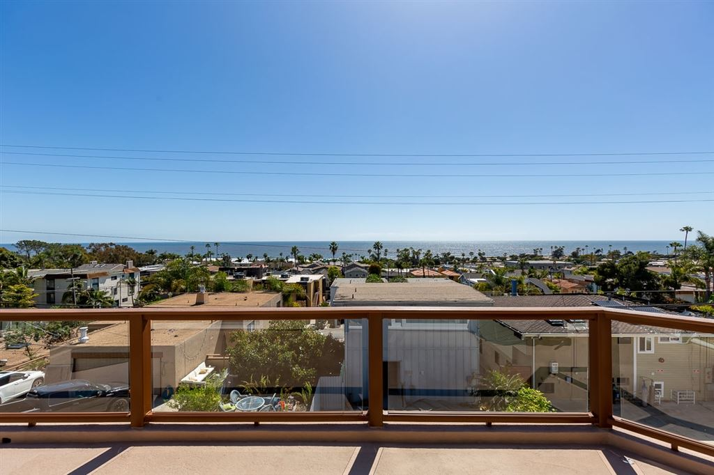 Photo of 2172 Oxford Avenue, Cardiff By The Sea, CA 92007 (MLS # 200021992)