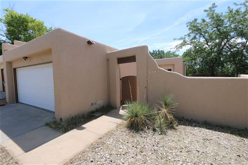 Photo of 2516 Calle de Rincon Bonito, Santa Fe, NM 87505 (MLS # 202003012)
