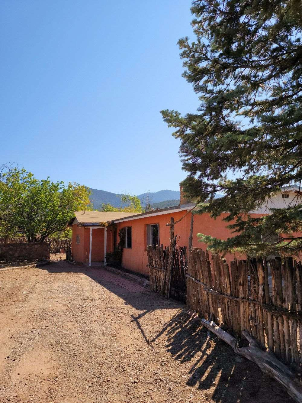 107 S Armijo Ln, Santa Fe, NM 87501 - #: 202004089