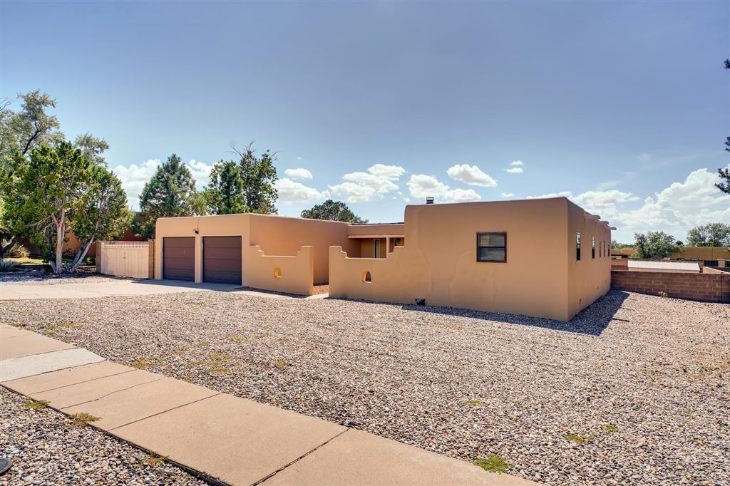 Photo for 2579 Calle Delfino, Santa Fe, NM 87505-6490 (MLS # 201904178)