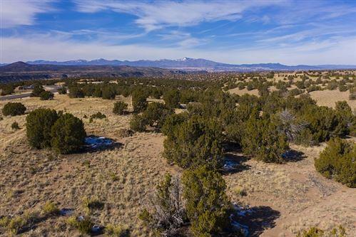 Photo of 26 Via Del Caballo (Tesoro Enclave, Lot 116), Santa Fe, NM 87506-8559 (MLS # 201904212)