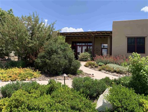 Photo of 39 Lluvia De Oro, Santa Fe, NM 87501-7981 (MLS # 202000274)