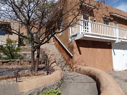 Photo of 707 E PALACE #24, Santa Fe, NM 87501 (MLS # 202001278)