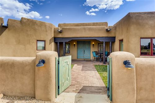Photo of 43 E Saddleback Mesa, Santa Fe, NM 87508 (MLS # 202002305)