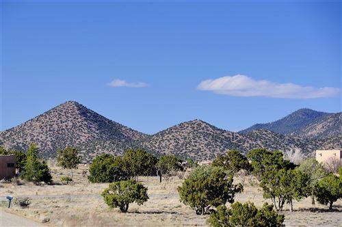 Photo of 73 Condesa Rd, Santa Fe, NM 87508 (MLS # 202001493)
