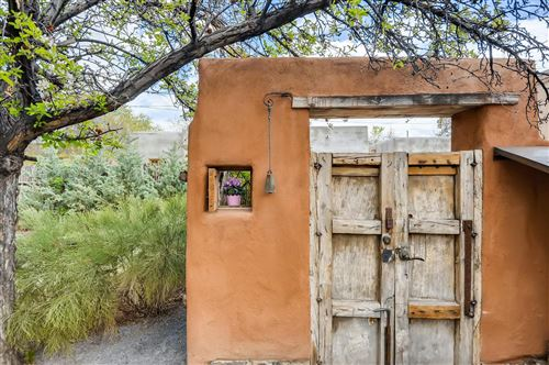 Photo of 120 Quintana Street, Santa Fe, NM 87501 (MLS # 202001707)