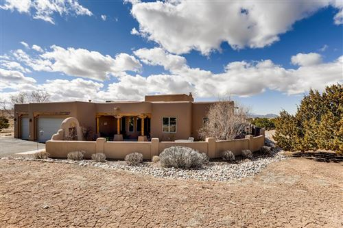 Photo of 8 W Saddleback Mesa, Santa Fe, NM 87508 (MLS # 202000825)