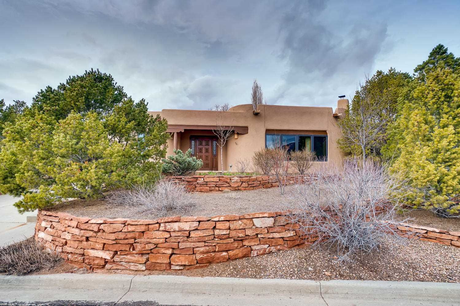 587 Vista de la Ciudad, Santa Fe, NM 87501 - #: 202000842