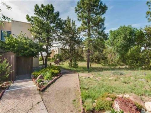 Photo of 155 Calle Ojo Feliz #Q, Santa Fe, NM 87505 (MLS # 201904877)