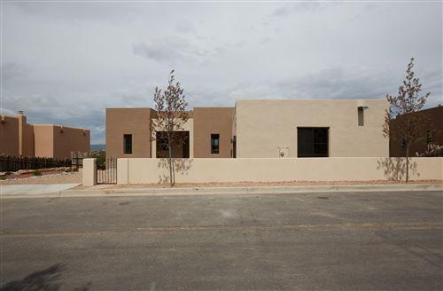 Photo of 5 CALLE VECINOS, Santa Fe, NM 87507 (MLS # 202001878)