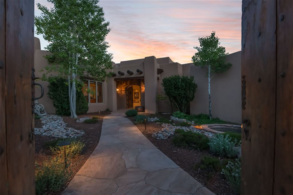 Photo for 141 Wildhorse, Santa Fe, NM 87506 (MLS # 201901926)