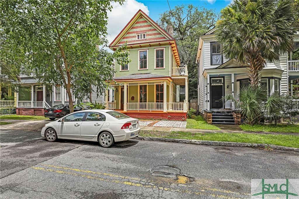 210 E 39th Street, Savannah, GA 31401 - #: 228425
