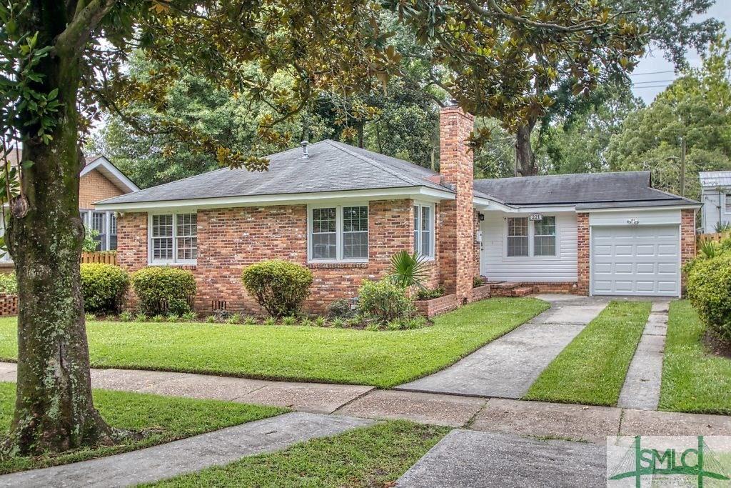 221 E 55th Street, Savannah, GA 31405 - #: 228645