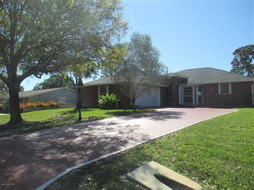 Photo of 491 Kumquat Avenue, Sebastian, FL 32958 (MLS # 870143)