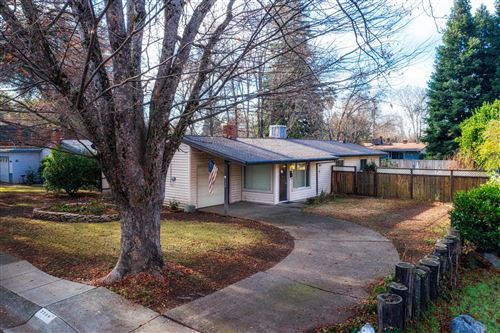 Photo of 2256 Washington Ave, Redding, CA 96001 (MLS # 21-126)