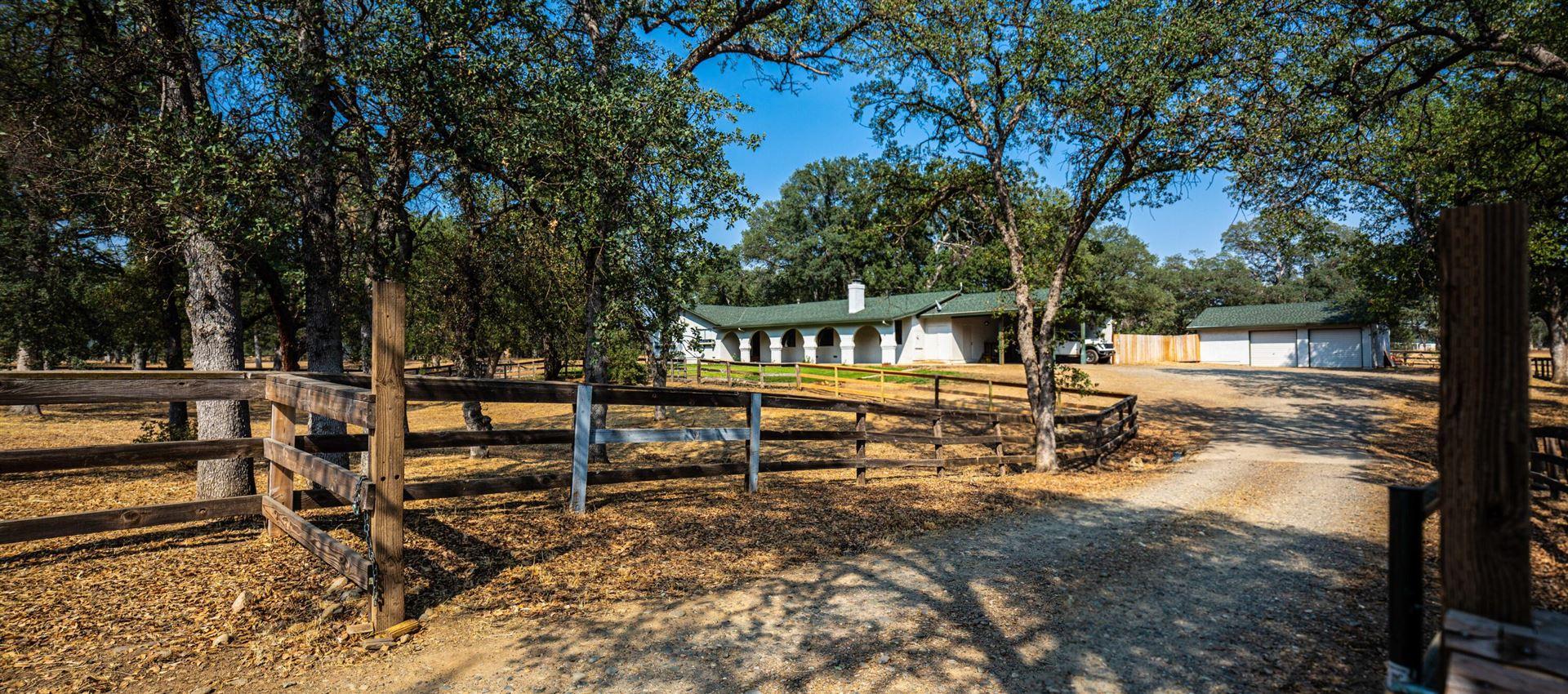 Photo of 3443 Meadow Oak Dr, Cottonwood, CA 96022 (MLS # 21-4190)