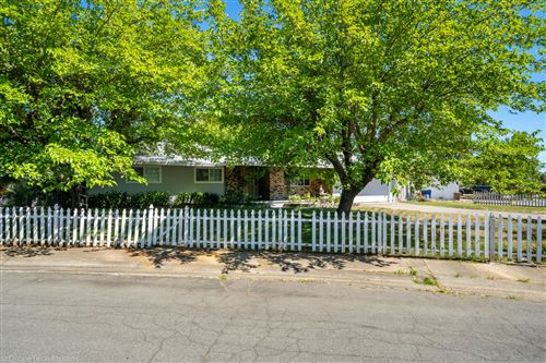 Photo of 3330 Panorama Dr, Redding, CA 96003 (MLS # 20-3233)