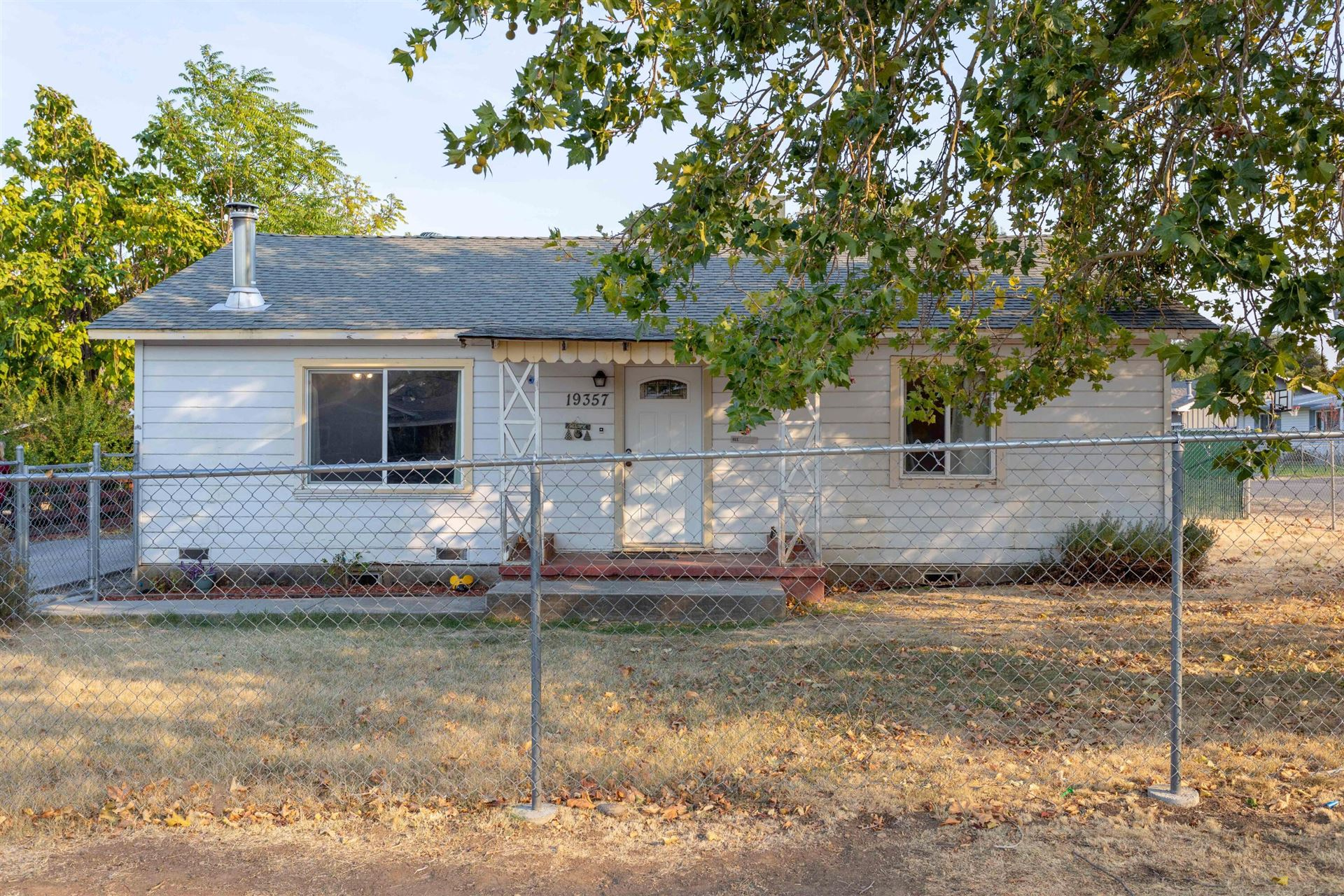 Photo of 19357 Hill St, Anderson, CA 96007 (MLS # 21-4549)