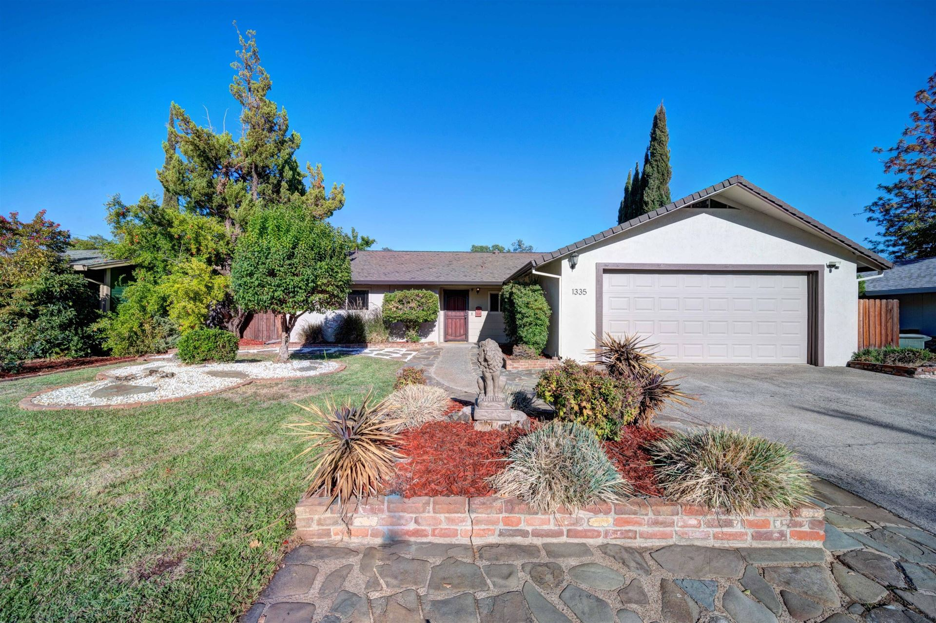 Photo of 1335 Pleasant St, Redding, CA 96001 (MLS # 21-4657)