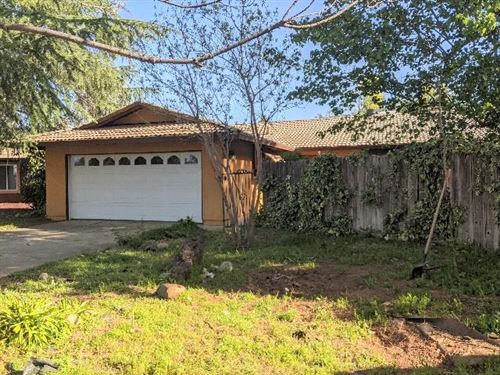 Photo of 1154 Woodland Terrace, Redding, CA 96002 (MLS # 21-1716)