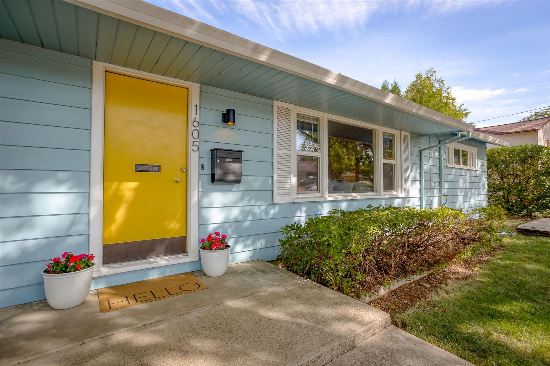 Photo of 1605 Verda St, Redding, CA 96001 (MLS # 21-4791)