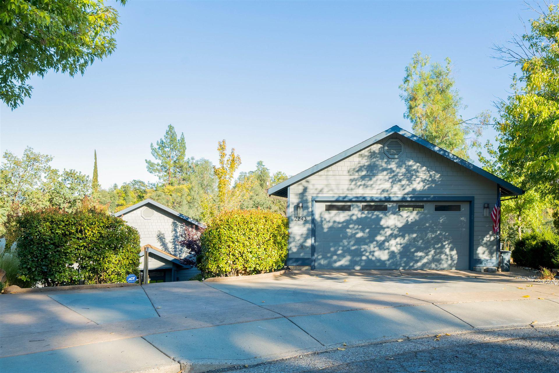 Photo of 2243 Oak Ridge Ct, Redding, CA 96001 (MLS # 21-4844)