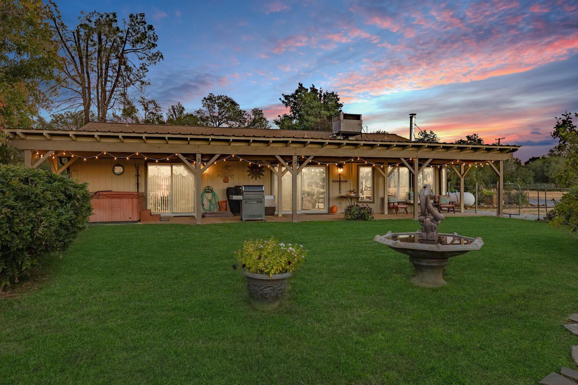 Photo of 5120 Rancho Vista Way, Redding, CA 96002 (MLS # 21-4877)