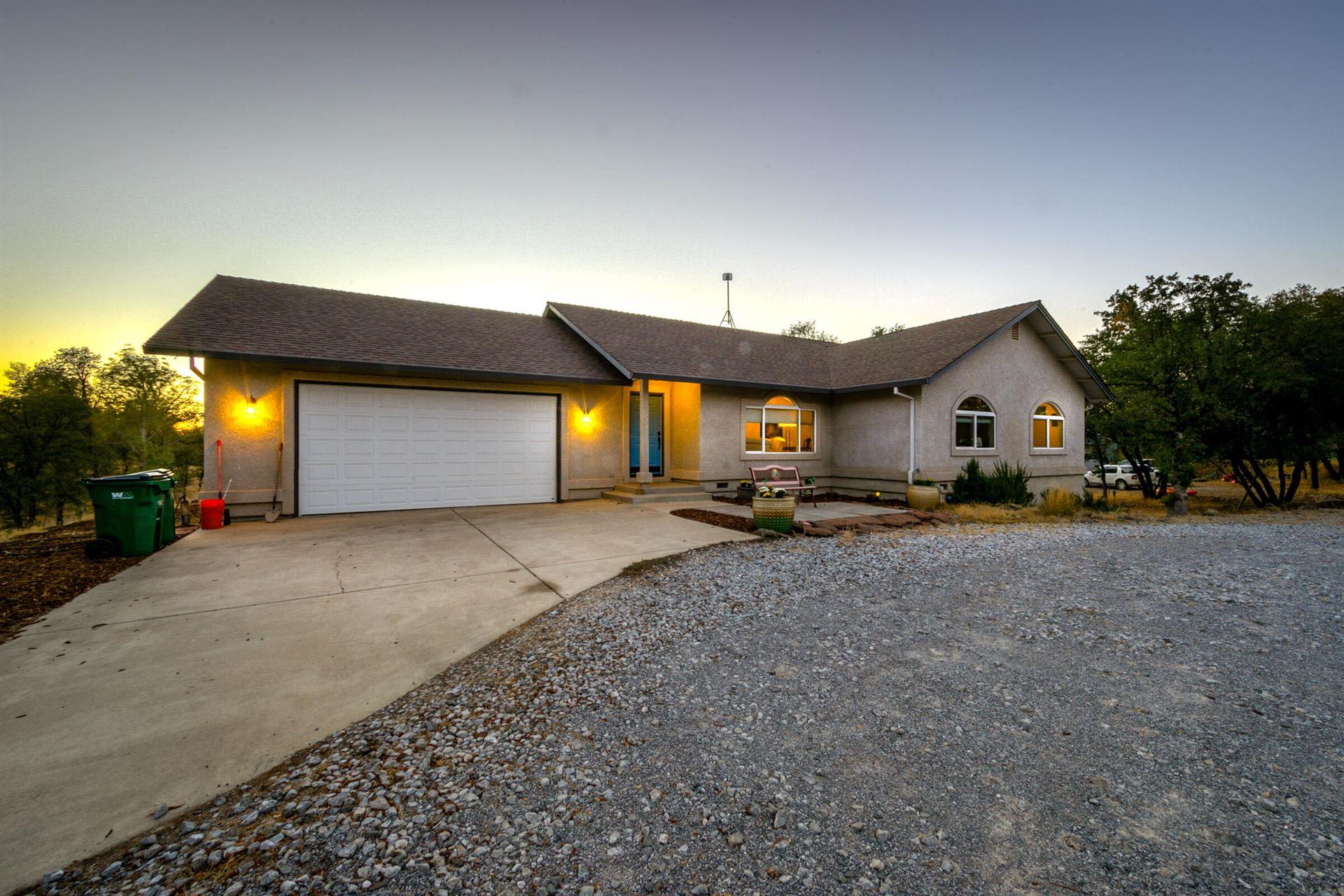 Photo of 10844 Green Oaks Ln, Redding, CA 96003 (MLS # 21-4884)